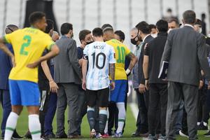 Απίστευτο σκηνικό στο Βραζιλία-Αργεντινή! Η αστυνομία έκανε «ντου», οριστική διακοπή στο παιχνίδι!