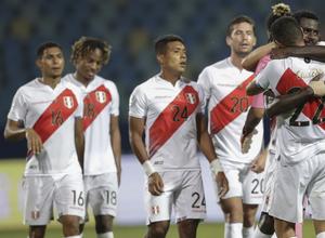 Με την πλάτη στον τοίχο το Εκουαδόρ, από μεγάλη νίκη το Περού