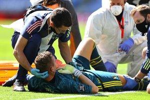 Τραυματισμός-σοκ για Λένο, αποχώρησε με φορείο ο γκολκίπερ της Άρσεναλ (video)