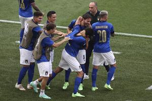 Ιταλία - Ουαλία 1-0: «Σφράγισαν» με ρεκόρ την πρωτιά οι «ατζούρι», πέρασαν και οι «δράκοι»