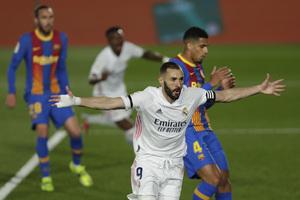 La Liga: Πήρε το «κλάσικο» και έπιασε κορυφή η Ρεάλ! (video)