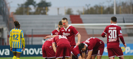 Super League Interwetten: Νίκησε και έμεινε «ζωντανή» η ΑΕΛ (video)