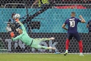 Γαλλία-Ελβετία 3-3 (4-5 πεν.): Μοιραίος Εμπαπέ, «ήρωας» Ζόμερ και η Ελβετία στους «8»!
