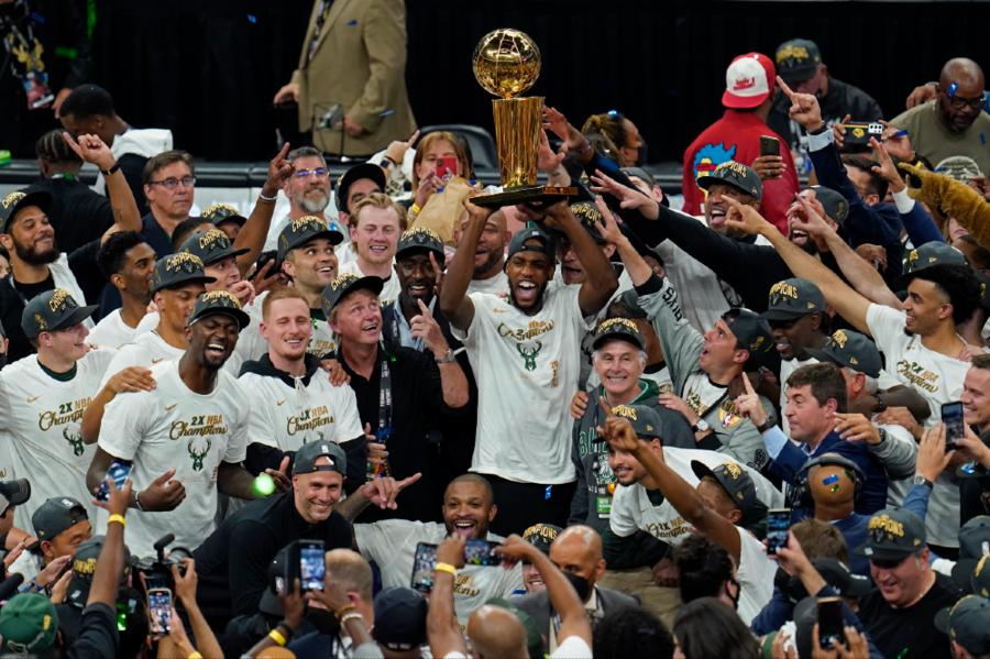 ΝΒΑ Finals: Ο θρυλικός Γιάννης έδωσε μόνος του το πρωτάθλημα στους Μπακς (photos+videos)