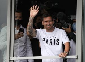 Έφτασε στο Παρίσι ο Μέσι, ανακοίνωσε τη συμφωνία η Παρί! (pics)