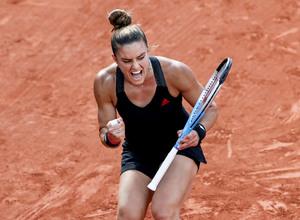 Εκπληκτική Σάκκαρη, γράφει ιστορία και είναι στους «4» του Roland Garros! (video)