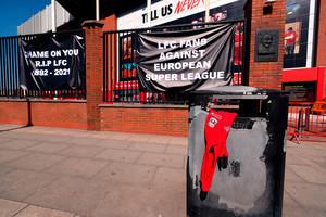 Έξαλλοι οι οπαδοί της Λίβερπουλ με την European Super League (pic)
